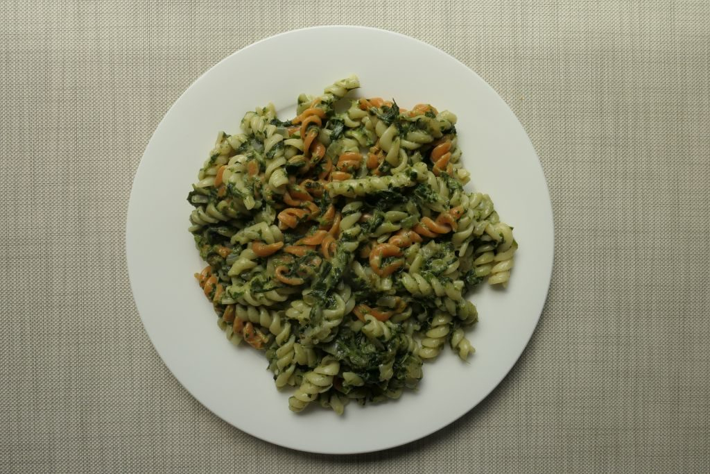 pomysł na obiad makaron w sosie szpinakowo beszamelowym