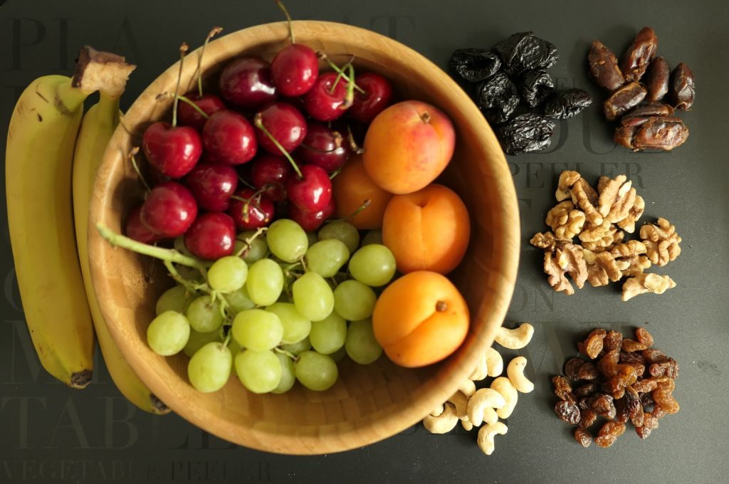 pomysły na zdrowe przekąski dla dzieci owoce bakalie