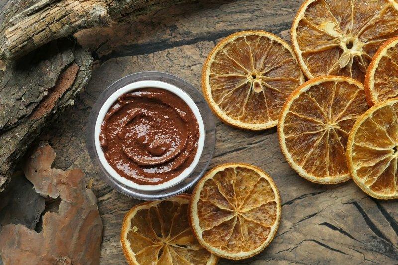 delikatna cedrowo pomarańczowa pasta do mycia twarzy