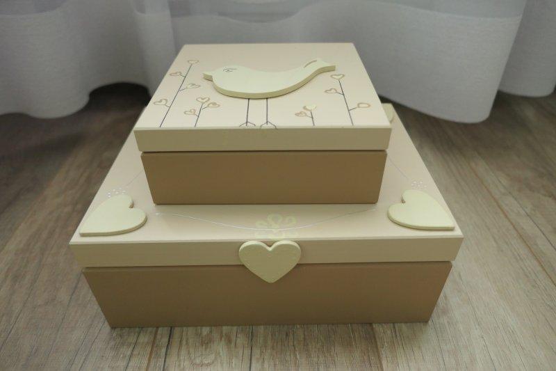 kremowe pudełka z pracowni Tymek
