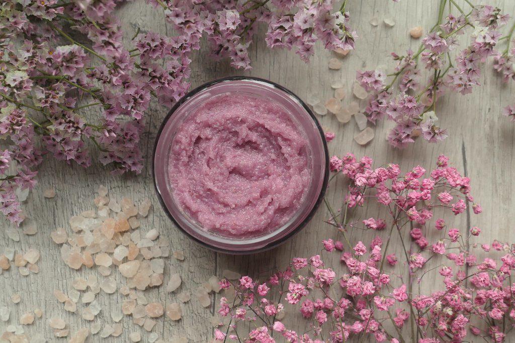 różowy peeling solno cukrowy