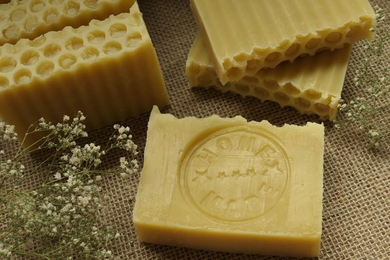 jak zrobić mydło z woskiem pszczelim a la plaster miodu