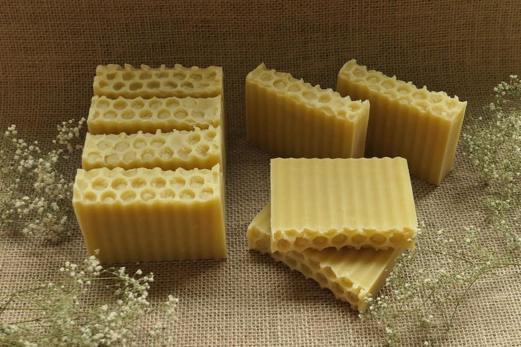 mydło z 3% wosku pszczelego a la plaster miodu