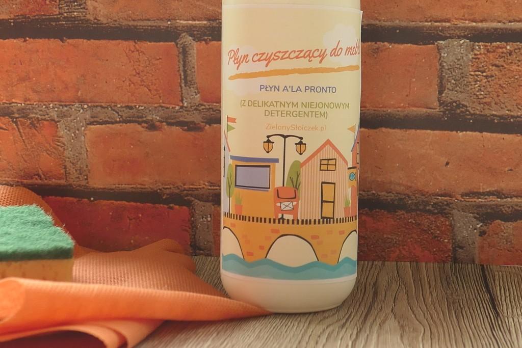 spray czyszczący do mebli i innych powierzchni