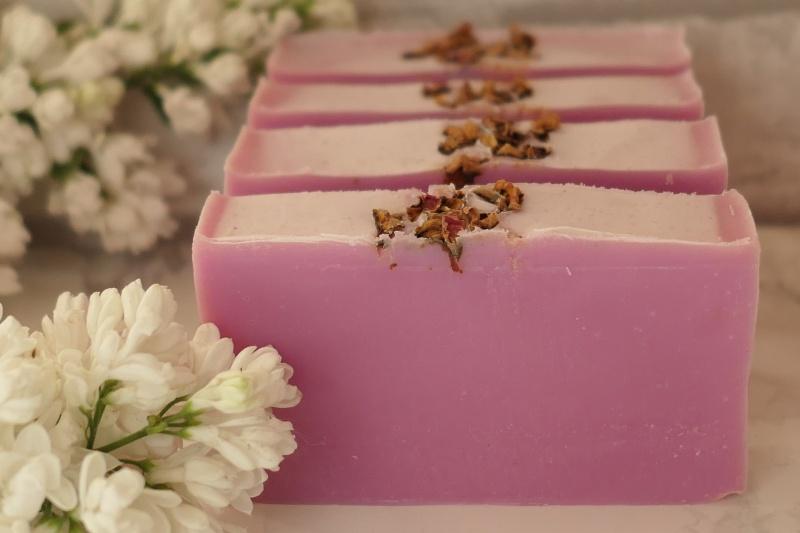 domowej roboty różowe mydło
